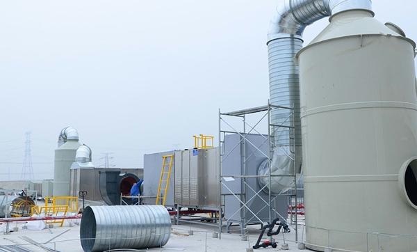 医药废气:喷淋塔+活性炭吸附箱